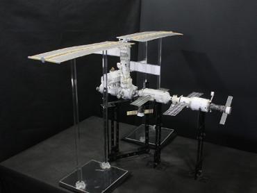 1/100スケールペーパークラフトによる 国際宇宙ステーション(2002年6月29日の状態)