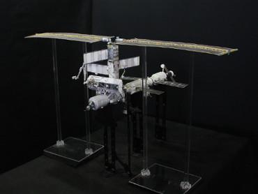 1/100スケールペーパークラフトによる 国際宇宙ステーション(2002年7月13日の状態)