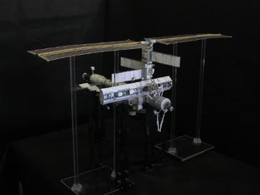 1/100スケールペーパークラフトによる 国際宇宙ステーション(2002年10月16日の状態)