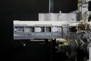 「S0トラス」右舷側に取り付けられた「S1トラス」