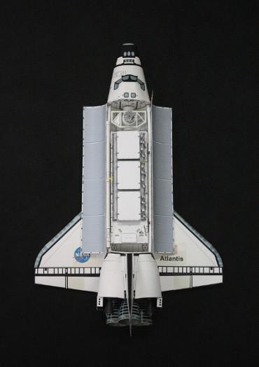 1/100スケールペーパークラフトによる STS-112「アトランティス」