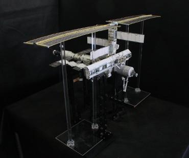 1/100スケールペーパークラフトによる 国際宇宙ステーション(2002年11月1日の状態)