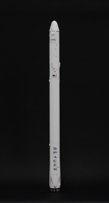 1/100スケールペーパークラフトによる ファルコン 9 v1.1 (CRS-3)