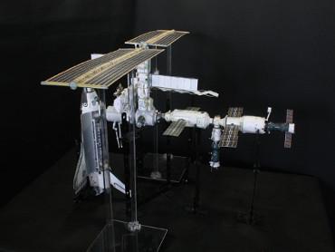 1/100スケールペーパークラフトによる 国際宇宙ステーション(2002年11月26日の状態)