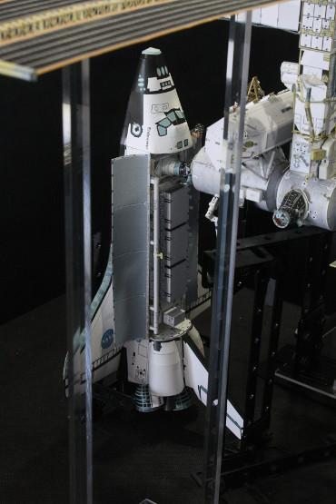 国際宇宙ステーションにドッキングしたSTS-113「エンデバー」