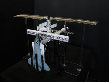 1/100スケールペーパークラフトによる 国際宇宙ステーション(2002年11月29日の状態)