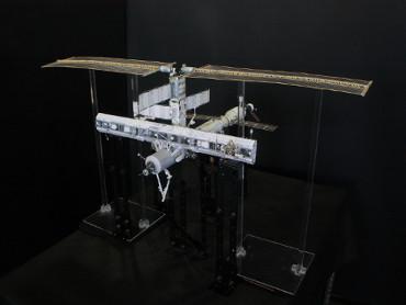 1/100スケールペーパークラフトによる 国際宇宙ステーション(2002年12月3日の状態)