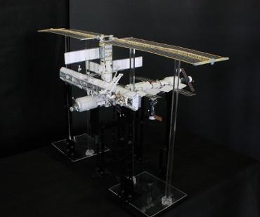1/100スケールペーパークラフトによる 国際宇宙ステーション(2003年6月11日の状態)