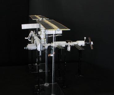1/100スケールペーパークラフトによる 国際宇宙ステーション(2003年9月5日の状態)
