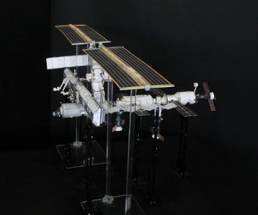 1/100スケールペーパークラフトによる 国際宇宙ステーション(2004年4月21日の状態)