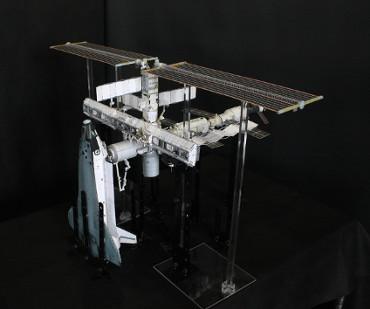 1/100スケールペーパークラフトによる 国際宇宙ステーション(2005年7月29日の状態)