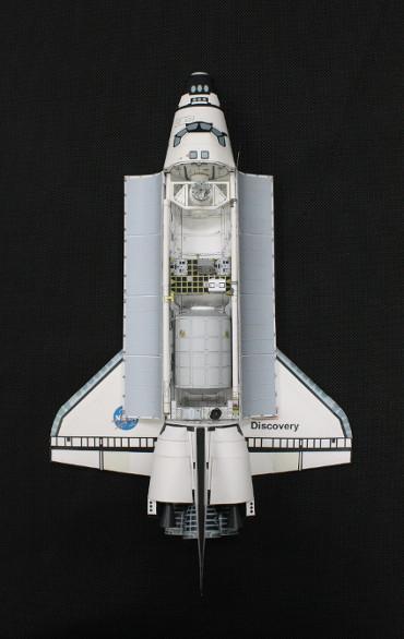 1/100スケールペーパークラフトによる STS-114「ディスカバリー」