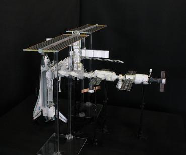 1/100スケールペーパークラフトによる 国際宇宙ステーション(2005年8月5日の状態)