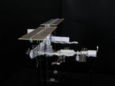 1/100スケールペーパークラフトによる 国際宇宙ステーション(2005年9月7日の状態)