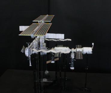 1/100スケールペーパークラフトによる 国際宇宙ステーション(2006年4月9日の状態)
