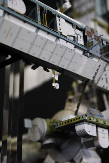 「S1トラス」地球側に取り付けられた 外部照明装置