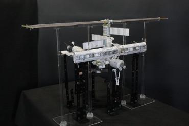 1/100スケールペーパークラフトによる 国際宇宙ステーション(2006年8月4日の状態)